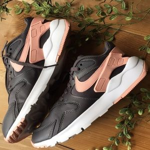 Nike Woman's LD victory Sneakers